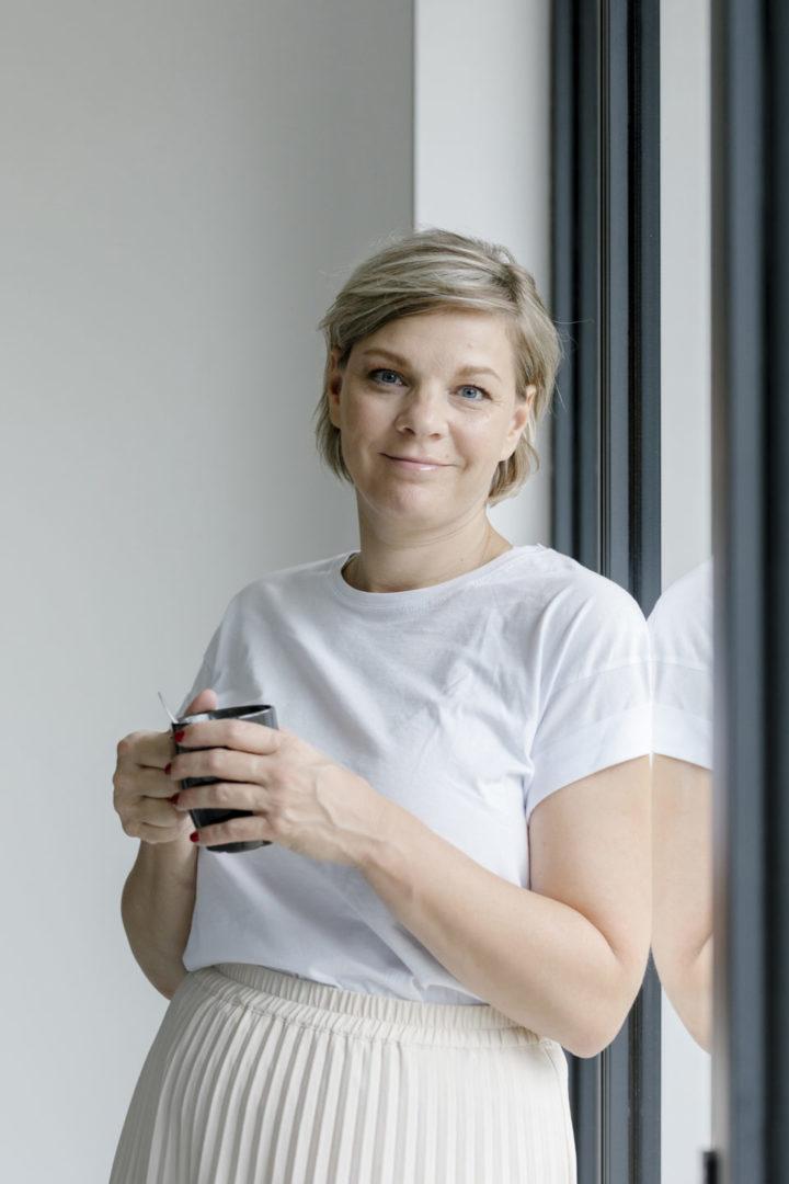 Yvonne van der Venne met koffie